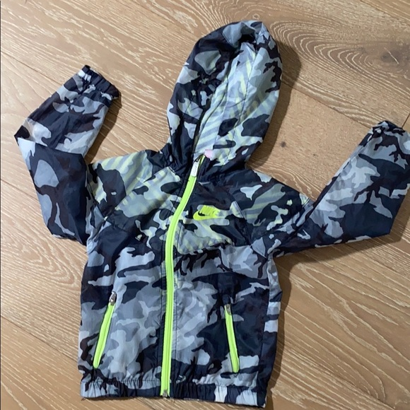 Nike Toddler Boy 2 Piece Jogging Set ~ Gray Black /& Volt ~ Camouflage ~